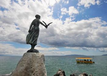 Das Mädchen mit der Möwe in Opatija,Kroatien