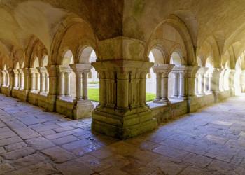 Das romanische Kloster in Fontenay