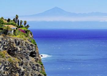 Blick von La Gomera auf den Teide auf Teneriffa