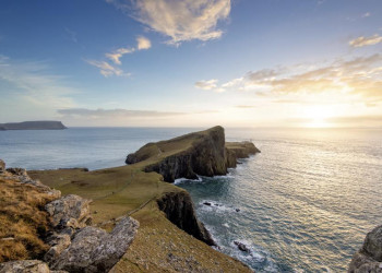Steinige, karge Küstenlandschaft auf Skye