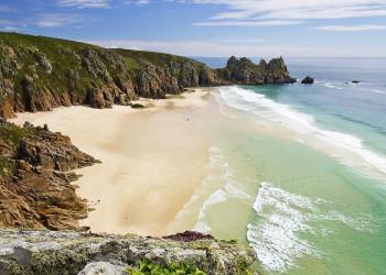 Strand und Klippen an Cornwells Atlantikküste