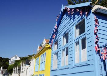 Bunte Häuserfassaden auf Jersey
