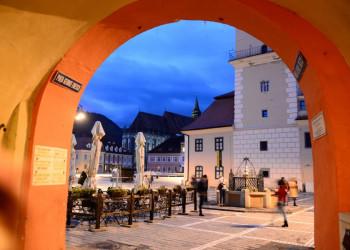 Der Marktplatz von Brasov in Siebenbürgen