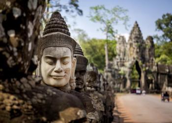 Geheimnisvolles Lächeln vor den Tempeln von Angkor in Kambodscha