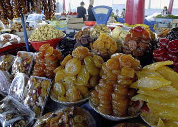 Süßigkeiten und kandierte Früchte auf dem Markt in Eriwan