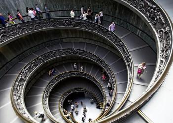 Oval ist Trumpf - in einem Treppenhaus der Vatikanischen Museen