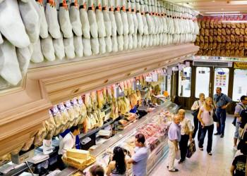 Einkaufsfreude in einer Madrider Metzgerei