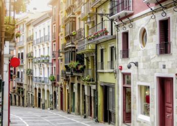 Bunte Gasse in Bilbao