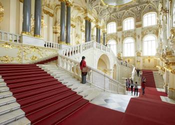 Prachtvoller Treppenaufgang in der Eremitage, St. Petersburg