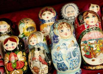 Beliebtes Souvenir aus Moskau: eine Schachtelpuppe, genannt Matrjoschka