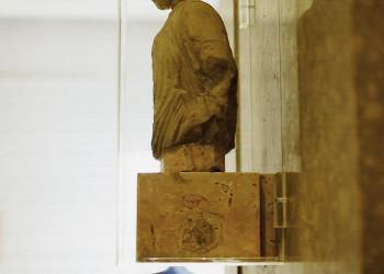 Antike Statue im Akropolismuseum