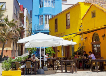 Pause im Schatten eines Restaurants