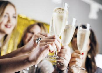 Das neue Jahr mit Sekt begrüßen