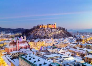 Die Burg und die Altstadt von Ljubljana im Winter