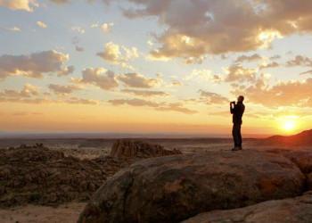 Wüste in Namibia mit Sonnenuntergang
