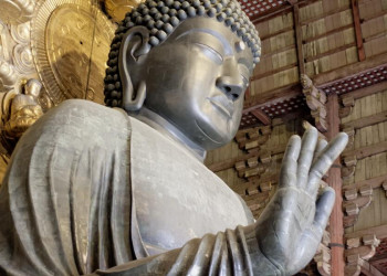 Der große Buddha im Tempel Todai-ji in Japan
