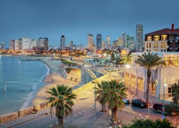 Die nächtliche Skyline von Tel-Aviv, von Jaffa aus betrachtet