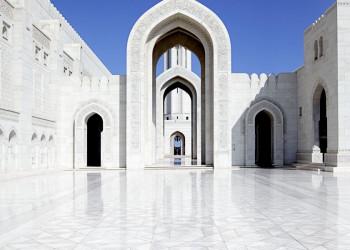Einer der Innenhöfe der Sultan Qaboos-Moschee in Maskat