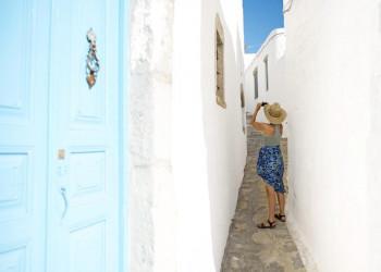Typisch Kykladen - blauer Himmel weiß-getünchte Häuser