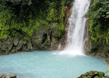 Der Fluss Rio Celeste im Tenorio-Nationalpark