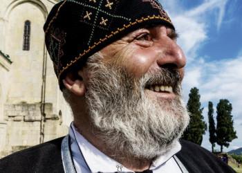 Georgier mit typisch georgischer Kopfbedeckung