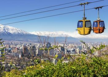 Blick auf Santiago de Chile mit Seilbahn