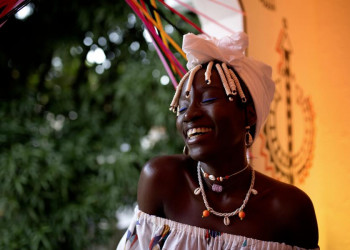 Junge Frau aus Salvador im Nordosten Brasiliens - so sieht Lebensfreude aus!