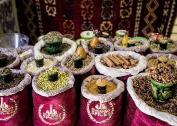 Marktstand mit Gewürzen in Buchara in Usbekistan