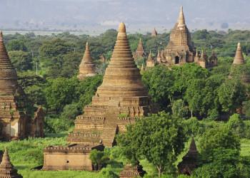 Die weite Pagodenlandschaft in Bagan
