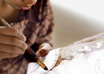 Traditonelle Batikmalerei in Indonesien