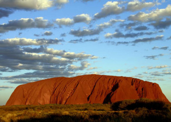Sonnenuntergang am Ayers Rock im Roten Zentrum von Australien