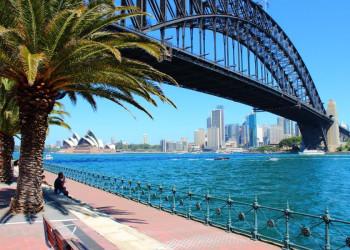 Blick auf die Harbour Bridge und das Opernhaus in Sydney