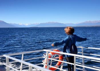 Schiffsfahrt bei Te Anau in Neuseeland