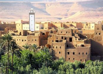 Eines der mächtigen Wehrdörfer an der Straße der Kasbahs in Marokko