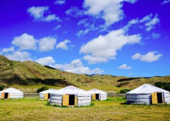 Eintauchen ins Nomadenleben im Jurtencamp