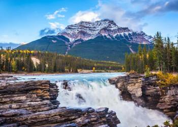 Rauschende Gebirgsflüsse, tiefe Wälder, schroffe Berge - das ist Kanadas Westen