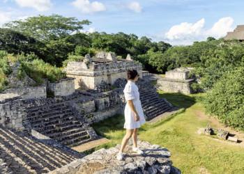 Mayastätten inmitten von Dschungeldickicht