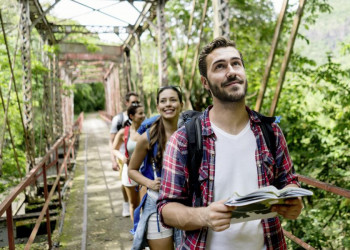 Nahe Machu Picchu in der Gruppe durch die Wildnis