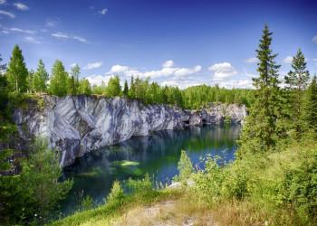 Die Wildnis Kareliens: endlose Wälder, Flüsse mit kristallklarem Wasser