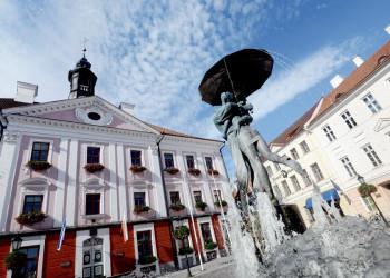 Rathaus von Tartu in Estland