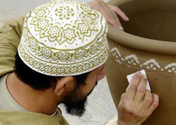 Omanischer Töpfer bei der Arbeit