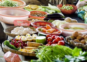 Das bunte Angebot auf einem Markt in Vietnam