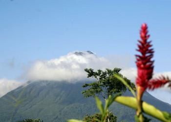 Der Vulkan Arenal hüllt sich in Wolken