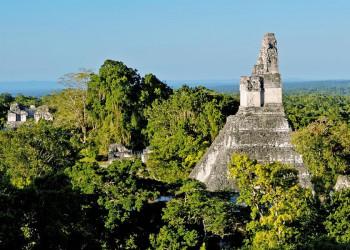 Die Ruinenstadt Tikal im Dschungel von Guatemala