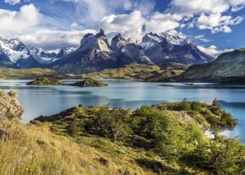 Blick auf Andengipfel im Painepark in Chile