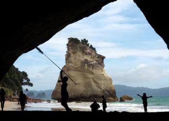 Die Felsküste der Coromandel-Halbinsel