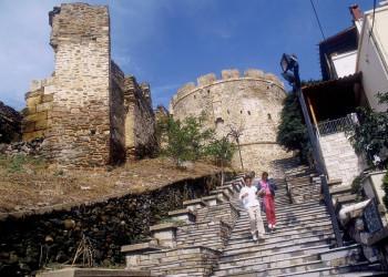 Spaziergang entlang der Stadtmauer in Thessaloniki