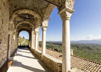 Fantastische Ausblicke von der Klosteranlage in Mistra auf dem Peloponnes