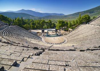 Wir besuchen das auf dem Peleponnes gelegene Amphitheater in Epidauros.