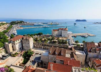 Der Diokletian-Palast und der Hafen von Split